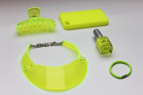 Neon_yellow_accessories