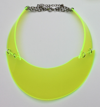Neon_yellow_collier_2