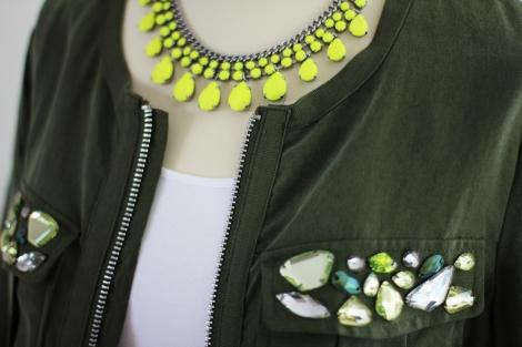 Neoncollier Zara | Blouson H&M | Bild: © Celia Günther
