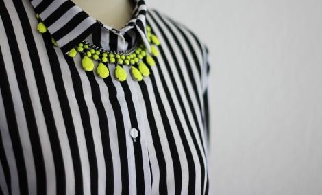 Detail: Neonkette Zara | Streifenhemd H&M | Bild: © Celia Günther