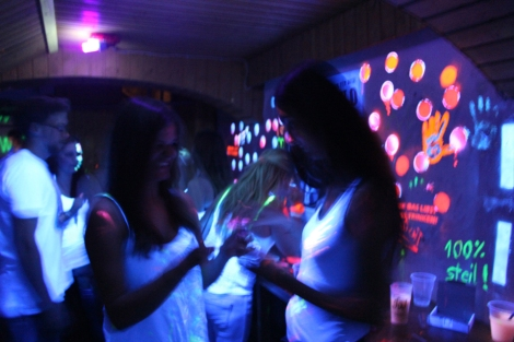 UV Party Malen mit Neonfarben